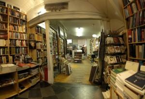 Interieur van boekwinkel de Tribune