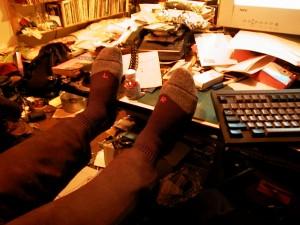Bureau met stapels