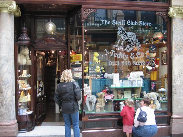Een winkel met Steiff pluche dieren