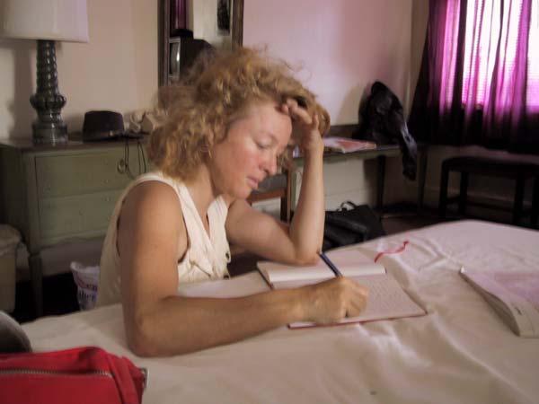 Sylvia aan het schrijven