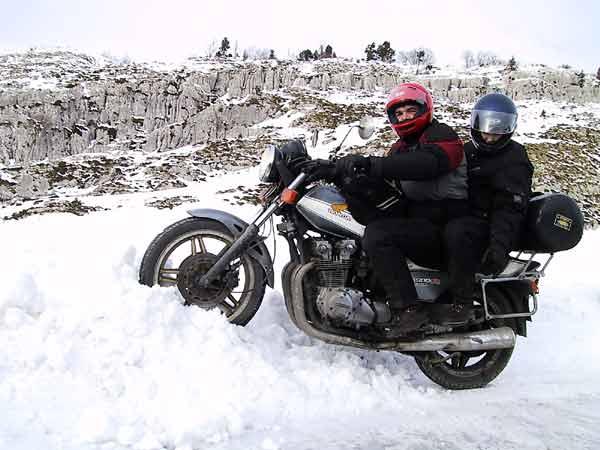 Steffen en Pernette op de CB in de sneeuw