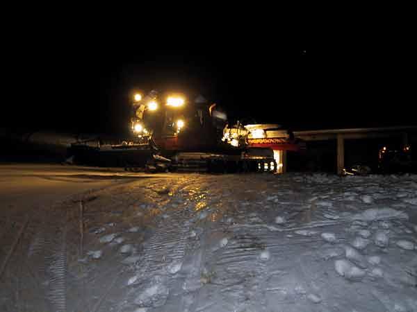 Vreemdsoortig voertuig in de sneeuw
