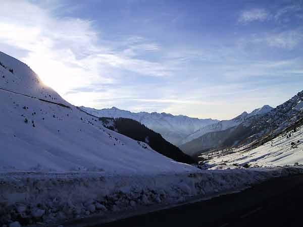 Uitzicht op ijs- en sneeuwbergen