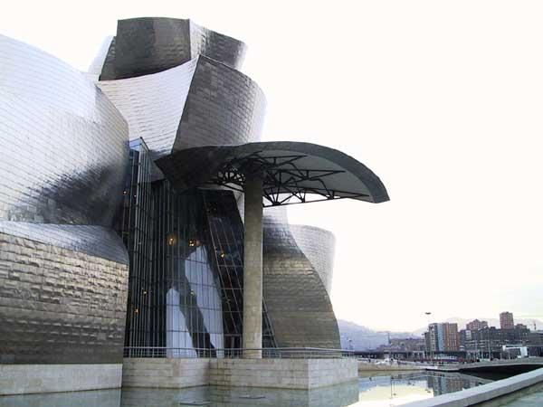 Het Guggenheim museum, in het water