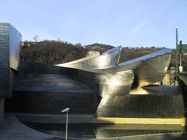 Weer het gebogen titanium van het Guggenheim