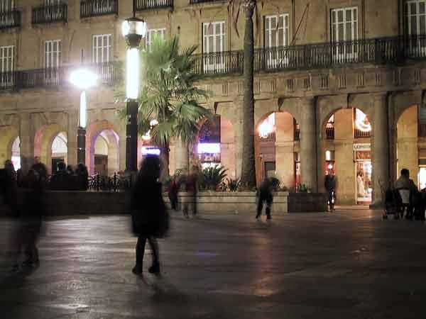 Kinderen aan het spelen op het plein