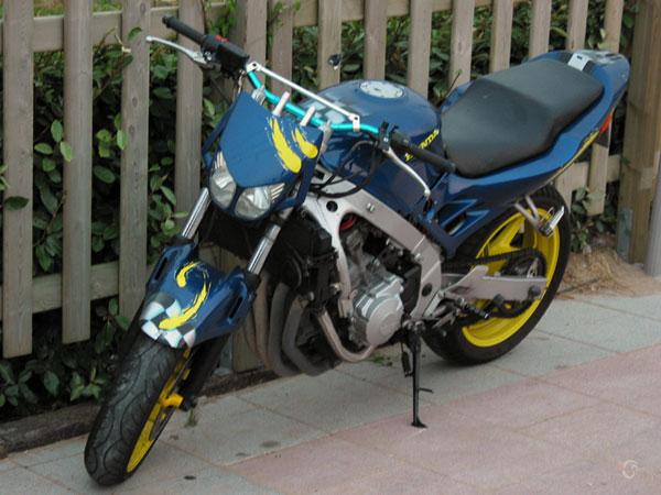 Blauw-gele Honda CB-1