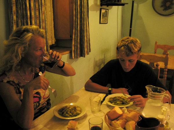 Sylvia en Pieter aan het eten