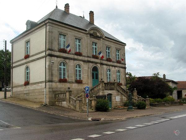 Frans gemeentehuis dat ook als schoool fungeert