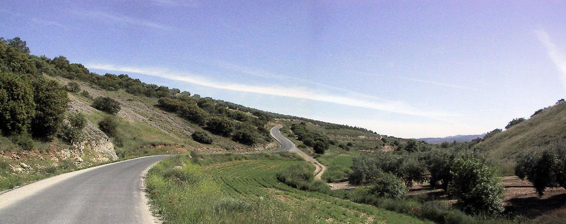 Heerlijke slingerweg tussen de heuvels