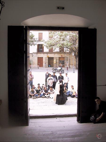 Voorstelling bij de voordeur van het parador