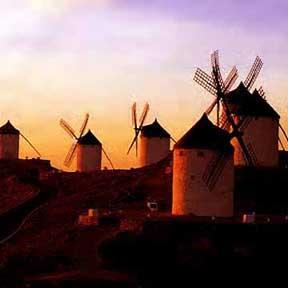 Windmolens in avondlucht