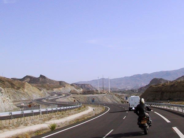 Snelweg door geologisch wonder-landschap