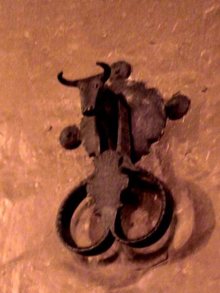 Deurklopper in de vorm van een stierenkop