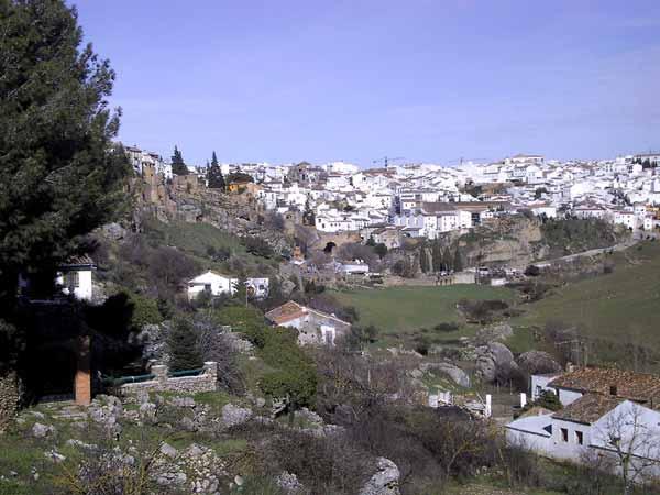 Wit stadje tussen het groen