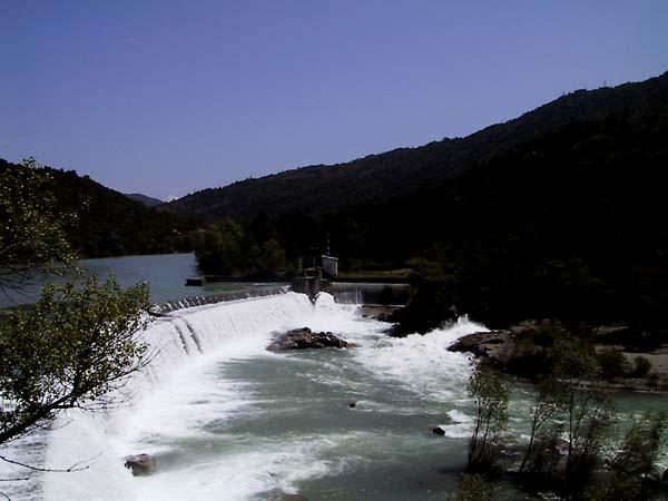 Waterval bij dam
