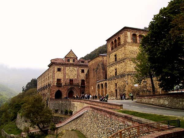 Klooster tegen helling